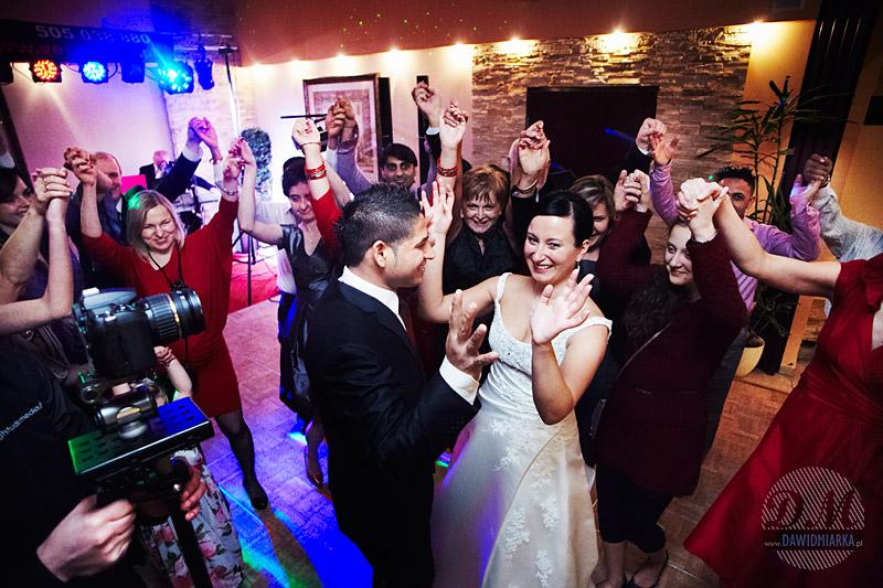 Fotografia z wesela podczas tańca