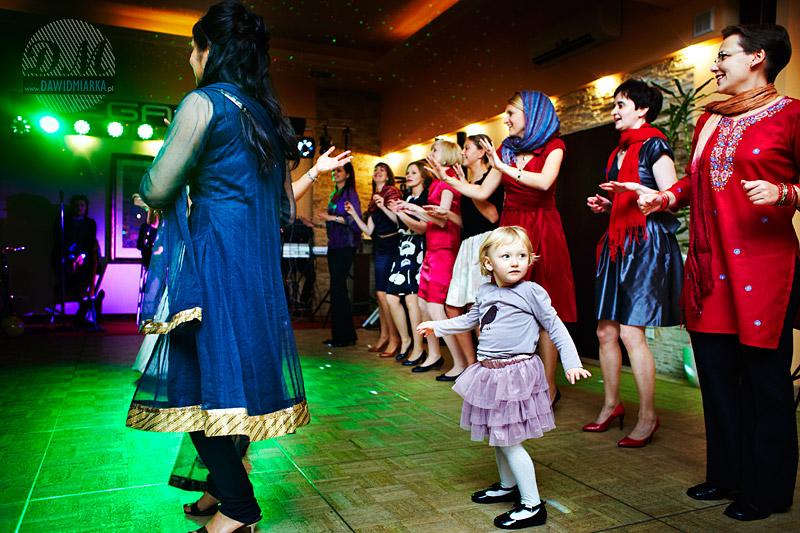 Zdjęcia z wesela podczas zabaw gości
