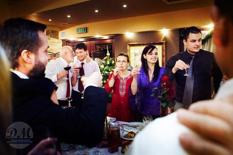 Zdjęcia z toastów gości weselnych