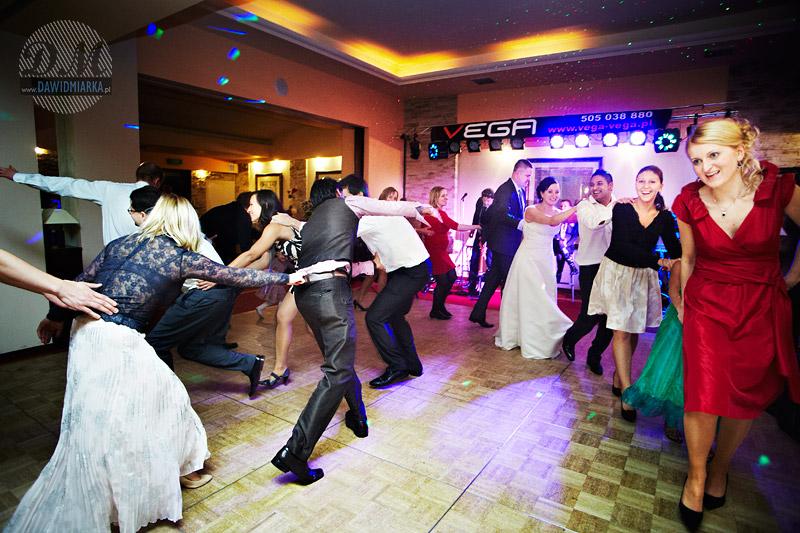 Ujęcia fotograficzne z zabawy na weselu