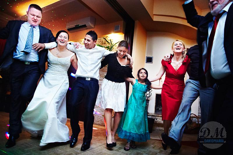 Zdjęcia z tańca Zorba podczas wesela w Kętach